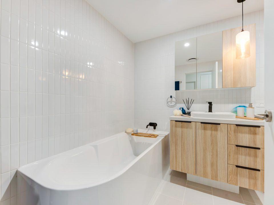unit-for-sale-maroochydore-bathroom